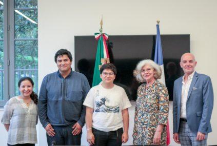 Les deux étudiants mexicains de l'Institut Polytechnique National (IPN), Jorge y Braulio, aux côtés de l'équipe organisatrice.